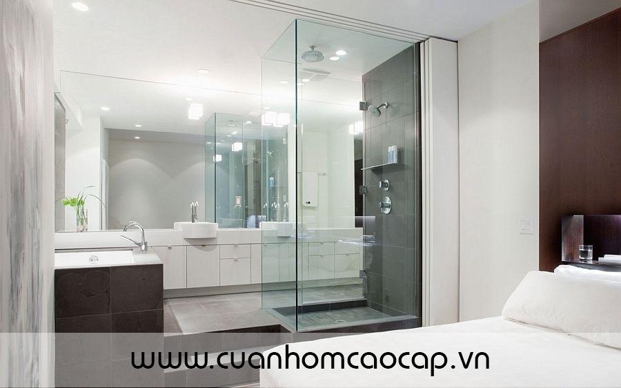 Việc sử dụng chất liệu kính trong nội thất nói chung và phòng tắm nói riêng đã tô màu rất đẹp cho không gian của bạn